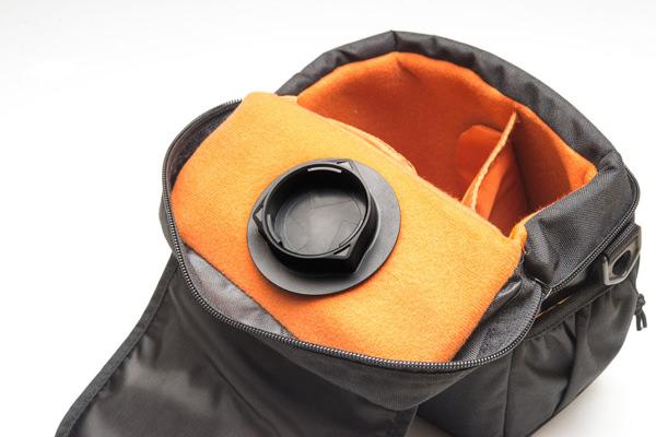 バッグ内にベルクロで貼り付ける