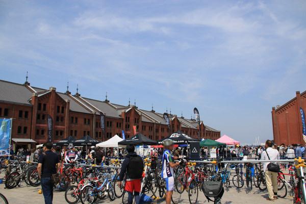 自転車での来場者も多数
