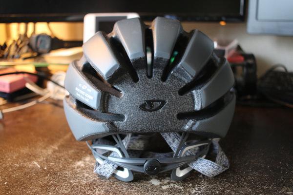 GIROのヘルメットAspect背面の見た目