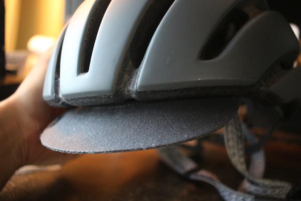 GIROのヘルメットAspect前方のツバ