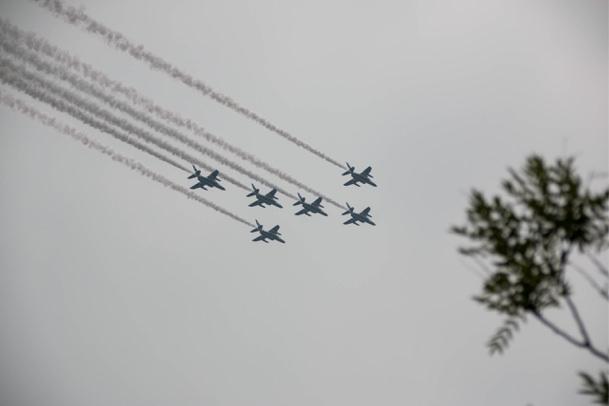ブルーインパルスの飛行形態グランドクロス