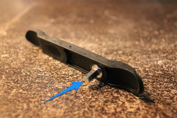 もう1つのタイヤレバーには六角レンチ付き