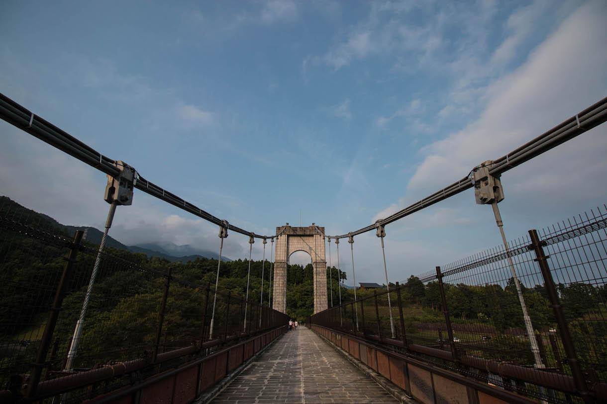 超広角レンズで橋のパース