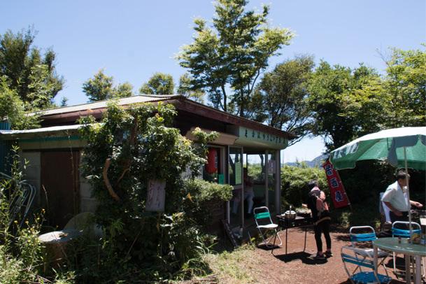 金時山中腹の茶屋
