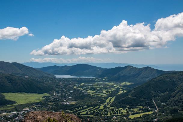 金時山山頂から芦ノ湖を一望