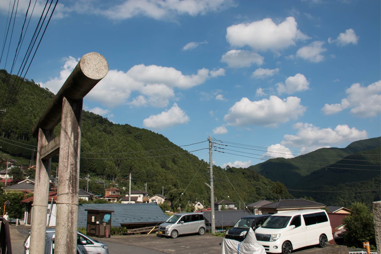 神社の前は良き田舎風景