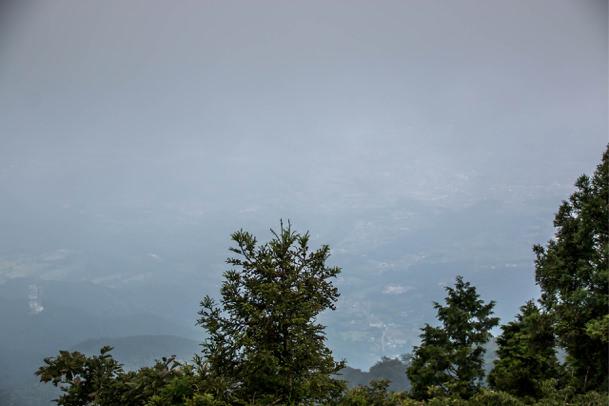 大山でガスが出た場合の頂上の景色