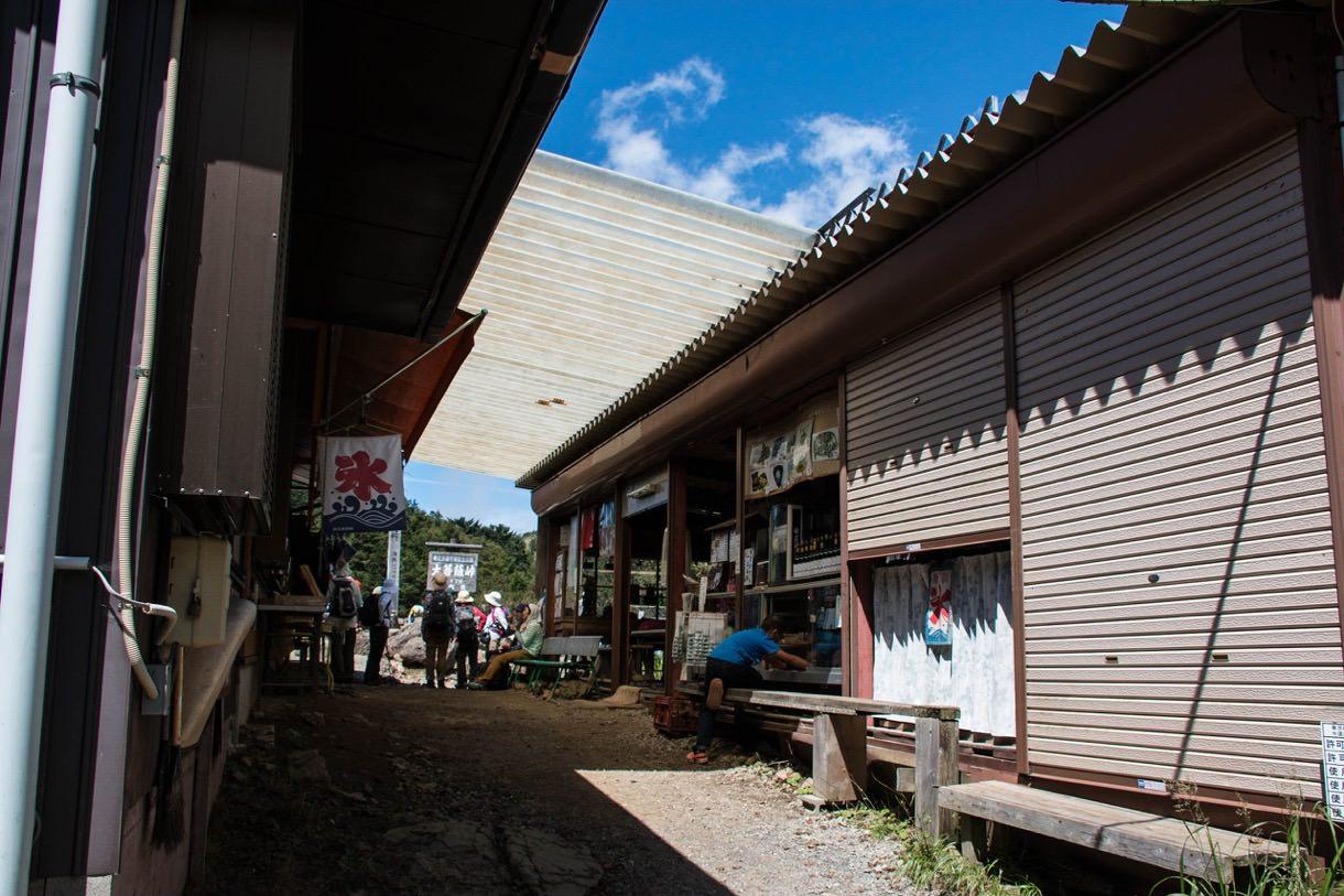 大菩薩峠の前の売店