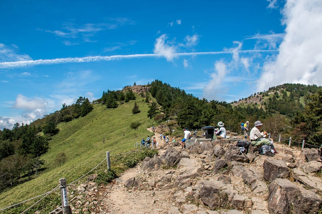 大菩薩峠から大菩薩嶺に向かう稜線