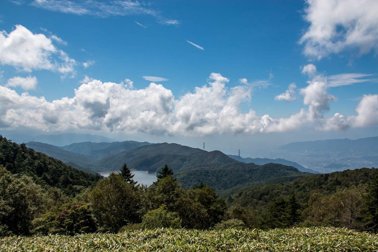 大菩薩峠から見える上日川ダム