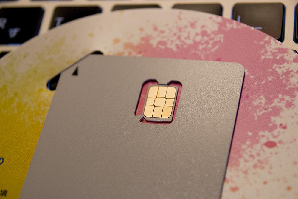 SIMフリーiPhoneに入れるnanoSIMカード