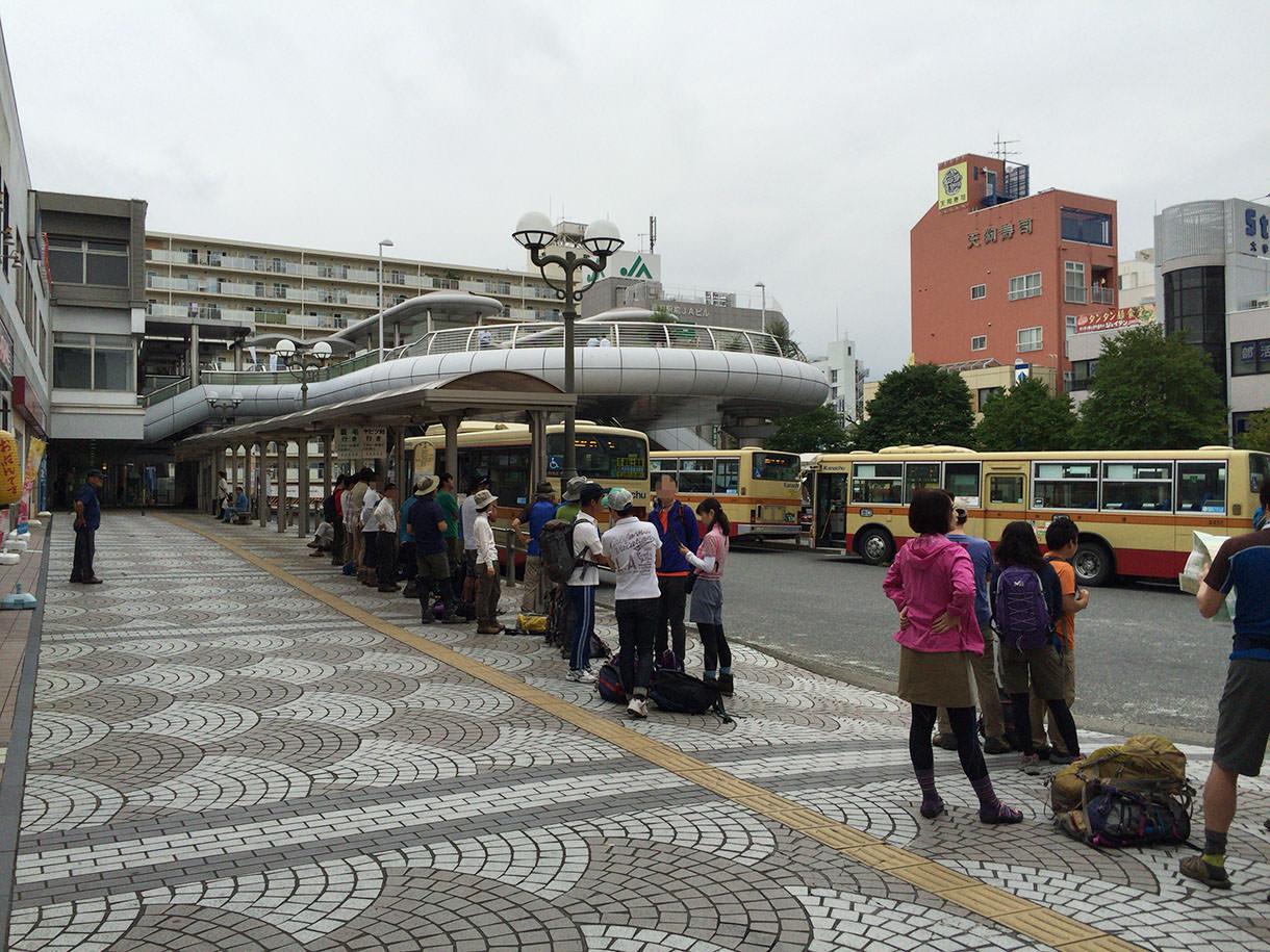 秦野駅のバス待ち列