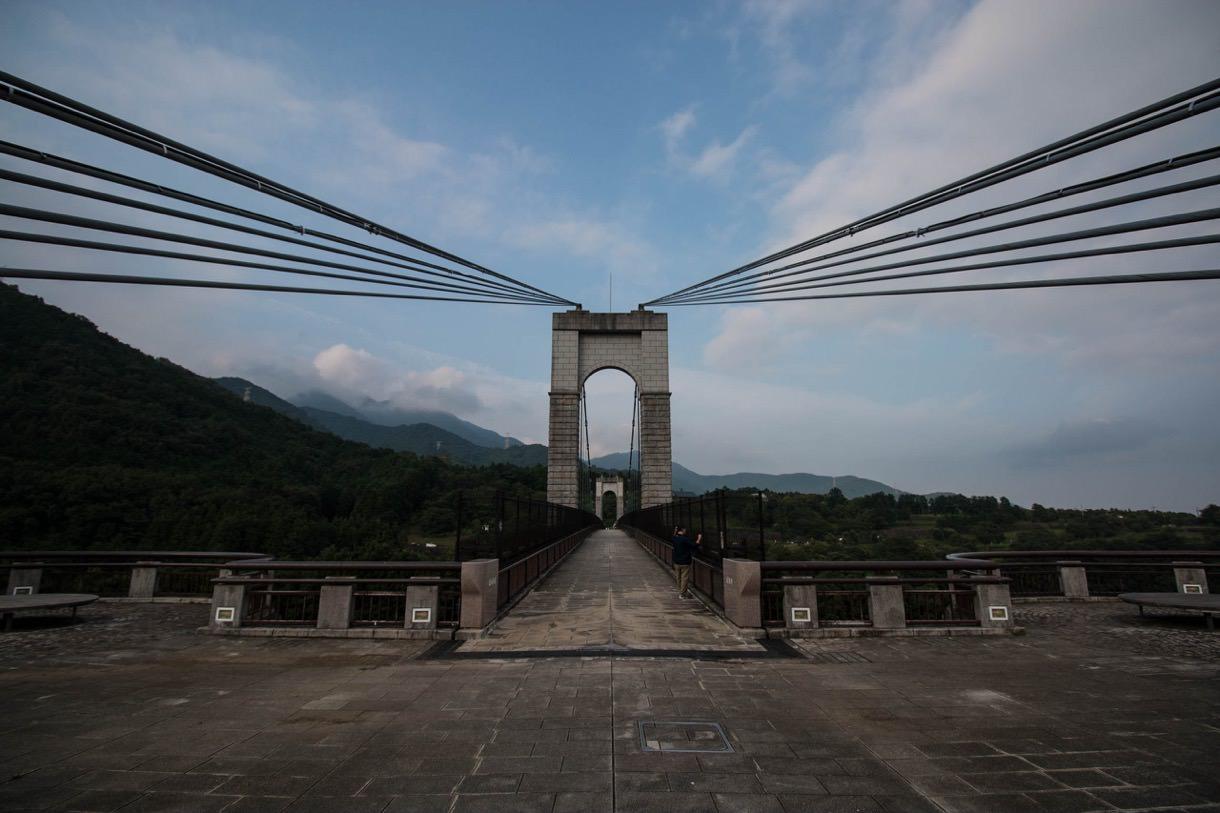 超広角レンズで橋を撮影