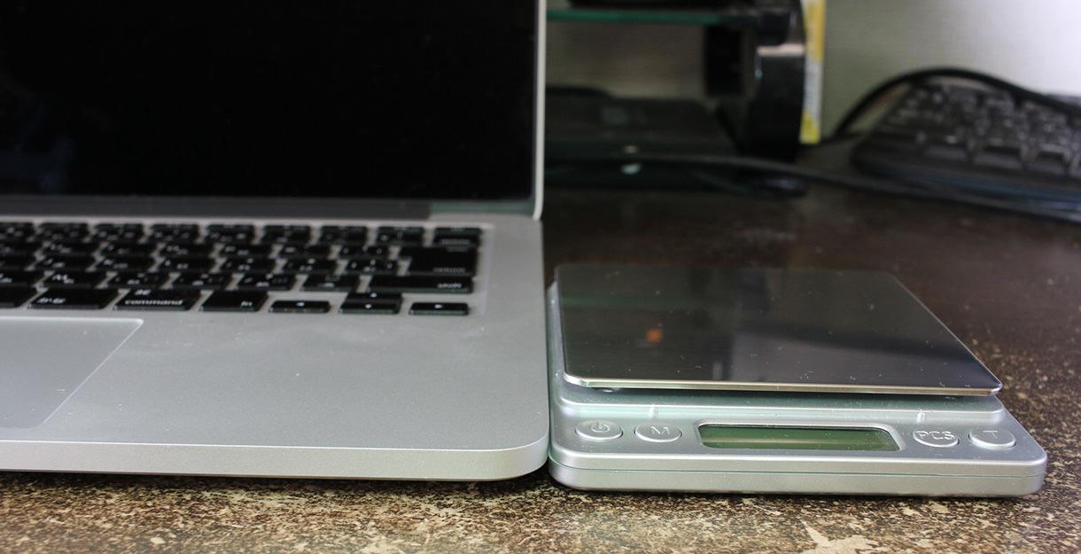 MacBookの隣にトラックパッドのように