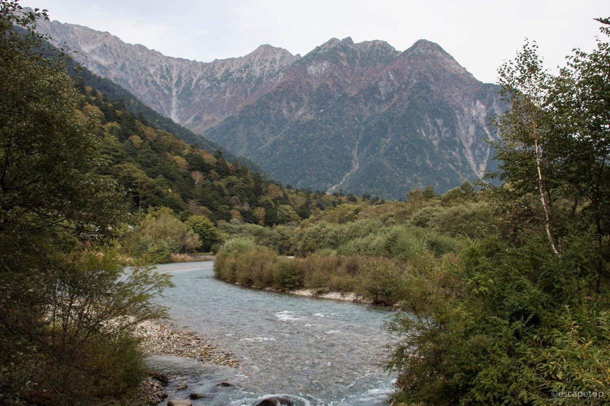 上高地から見える梓川と穂高連峰
