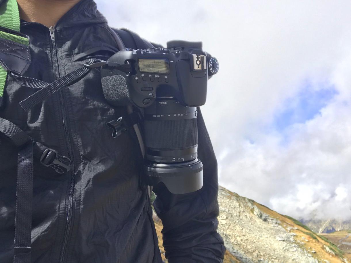 PeakDesignのカメラキャプチャークリップで一眼レフを装着したところ