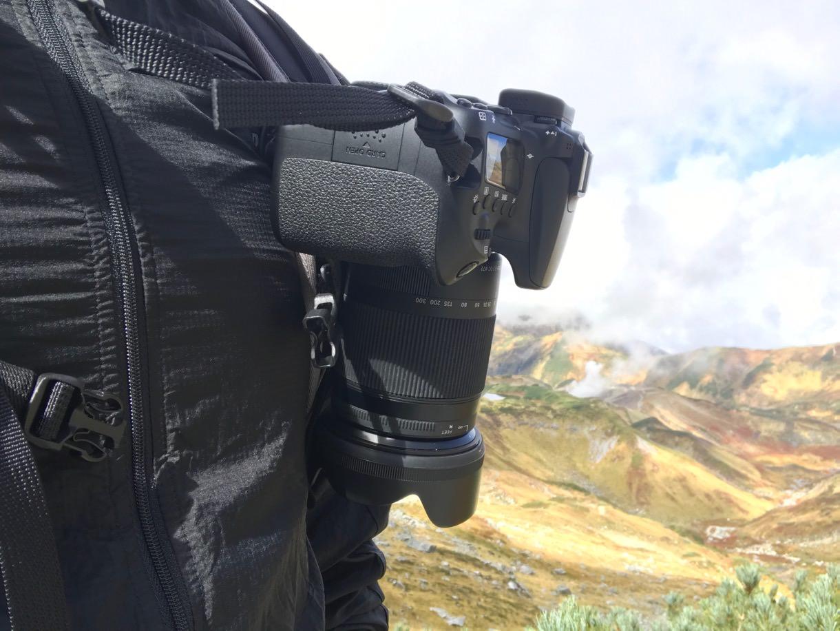 PeakDesignのカメラキャプチャークリップを左から見る