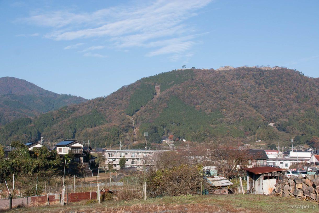下から見上げる竹田城