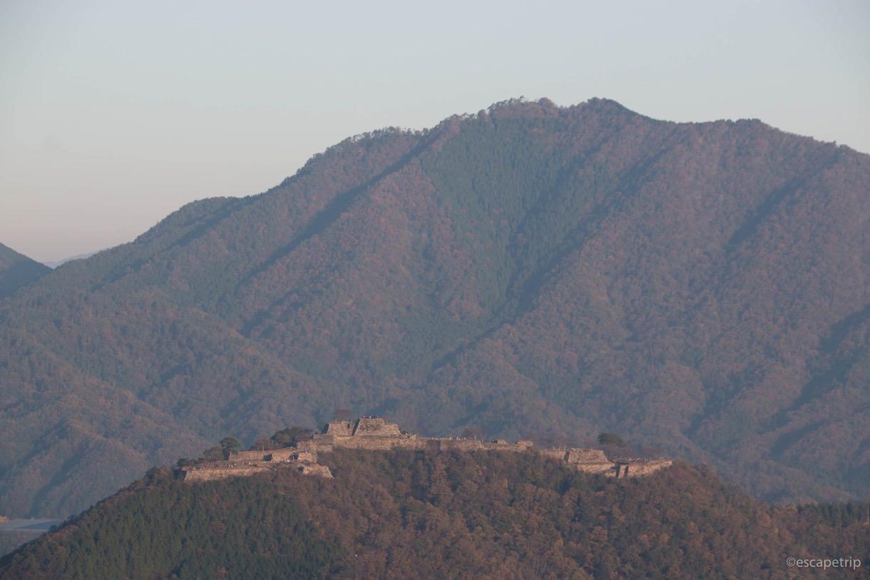 朝日に輝く竹田城の美しさ