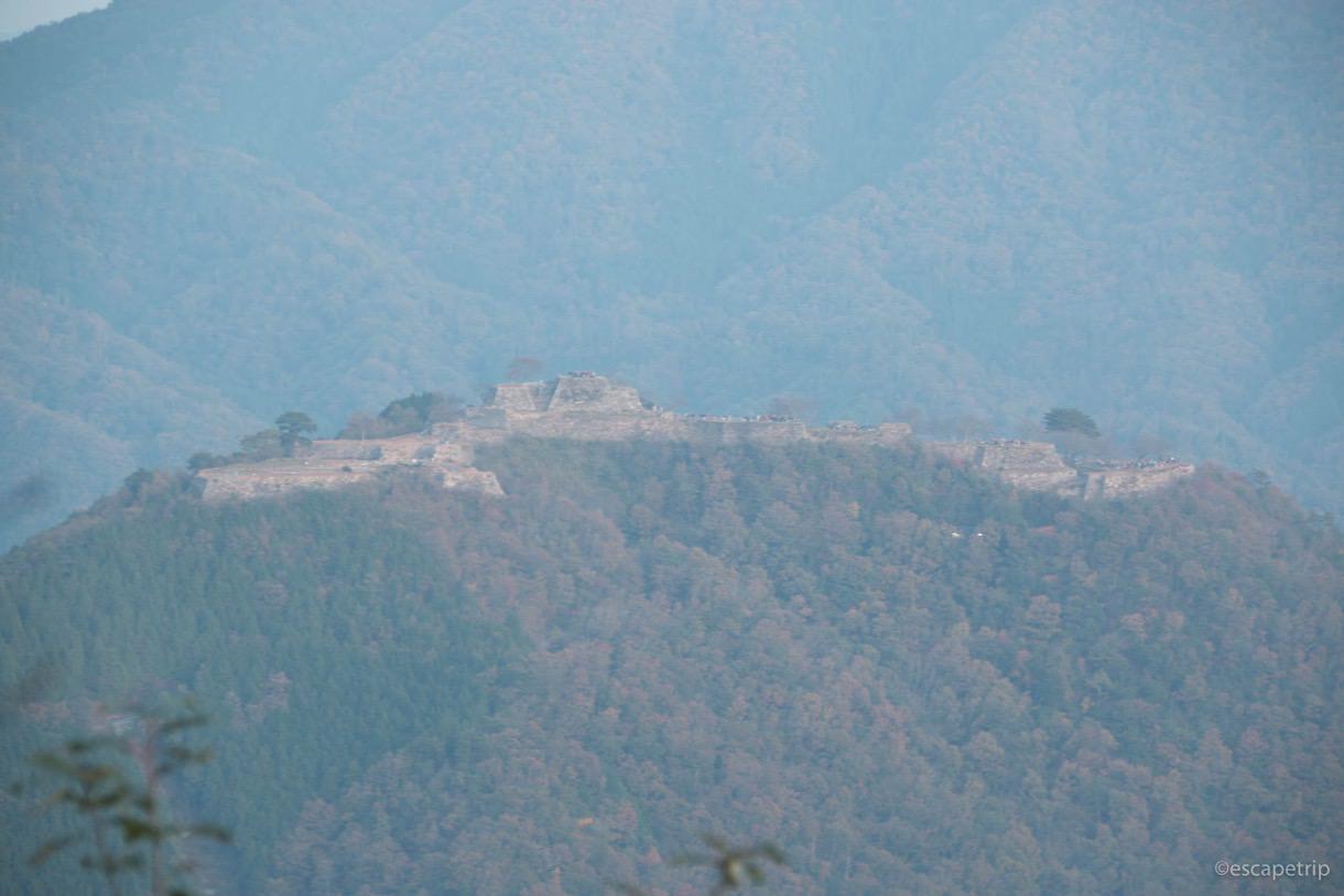 早朝の竹田城のアップ