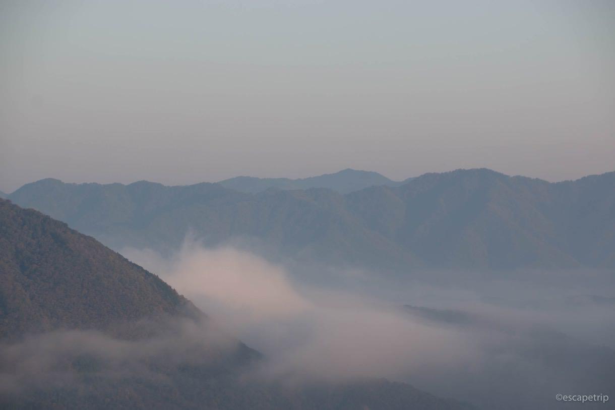 雲海と朝日と山