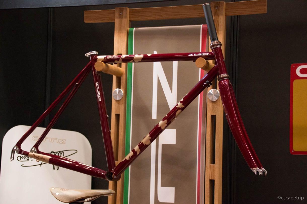 ヴィンテージバイクのフレーム展示