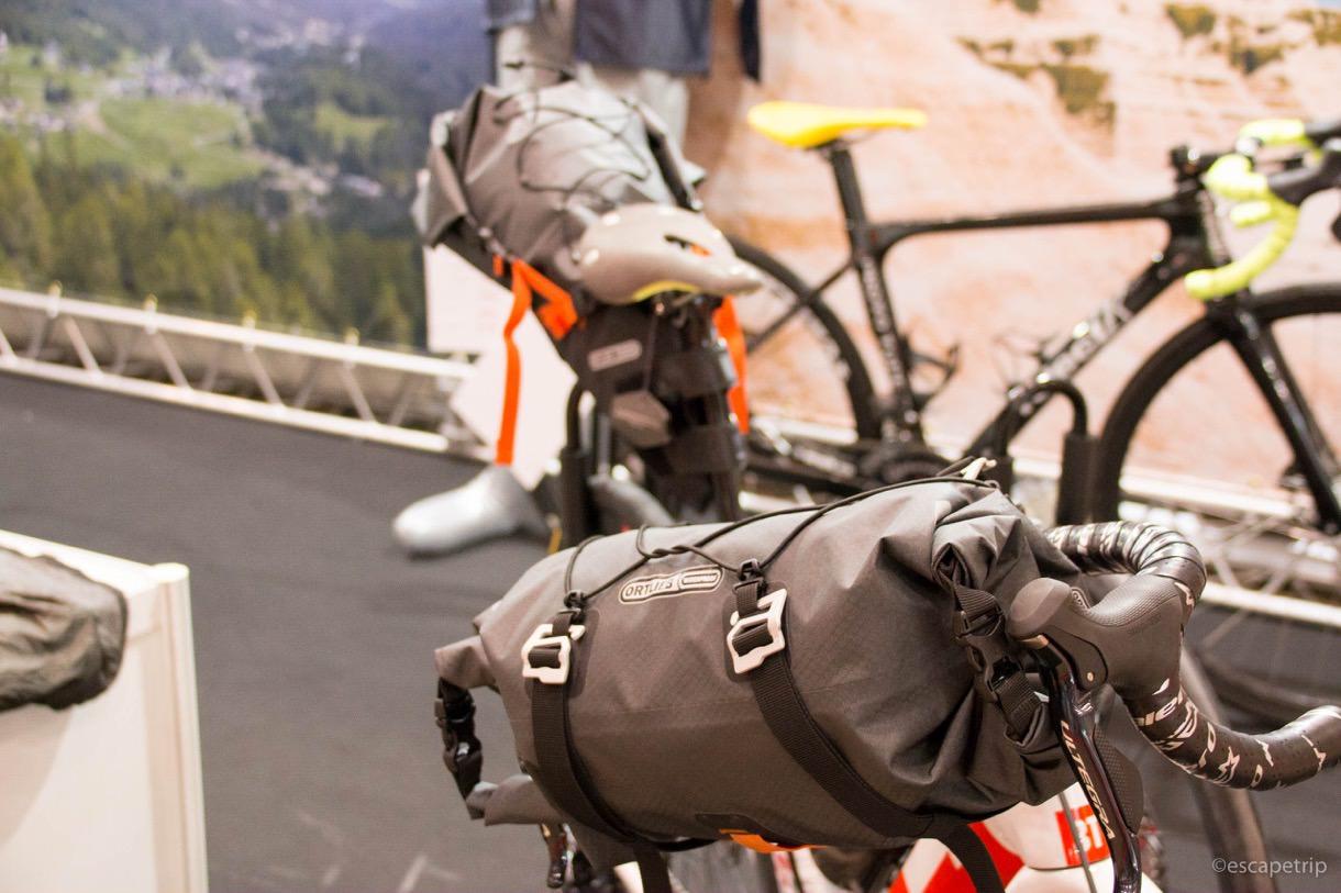 サイクルモード展示のバイクパッキング