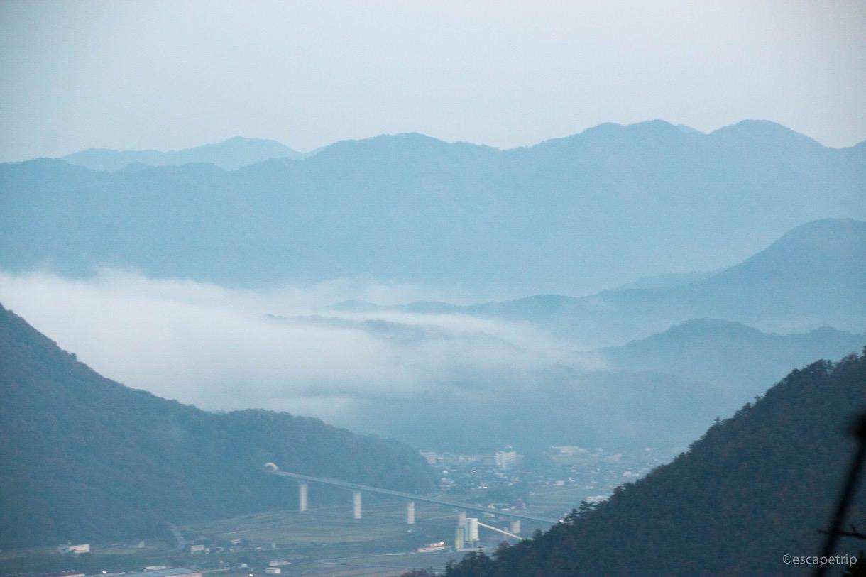 竹田城に雲海が出始める