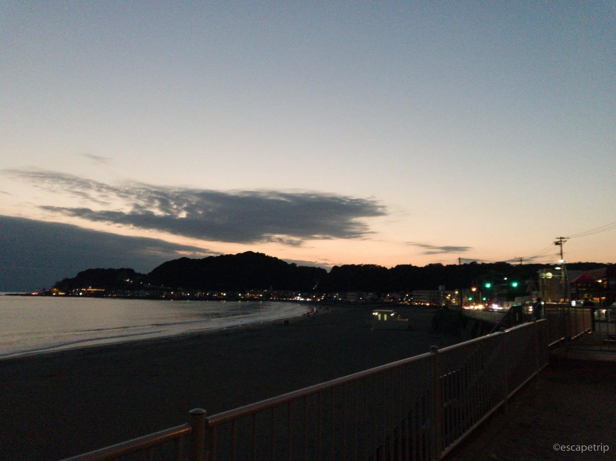 逗子から江ノ島へ向けてロードバイクを走らせる