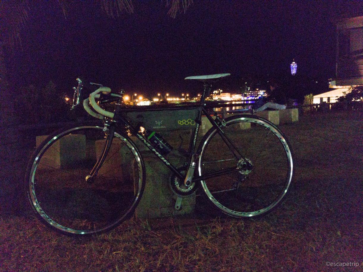 江ノ島の夜とロードバイク