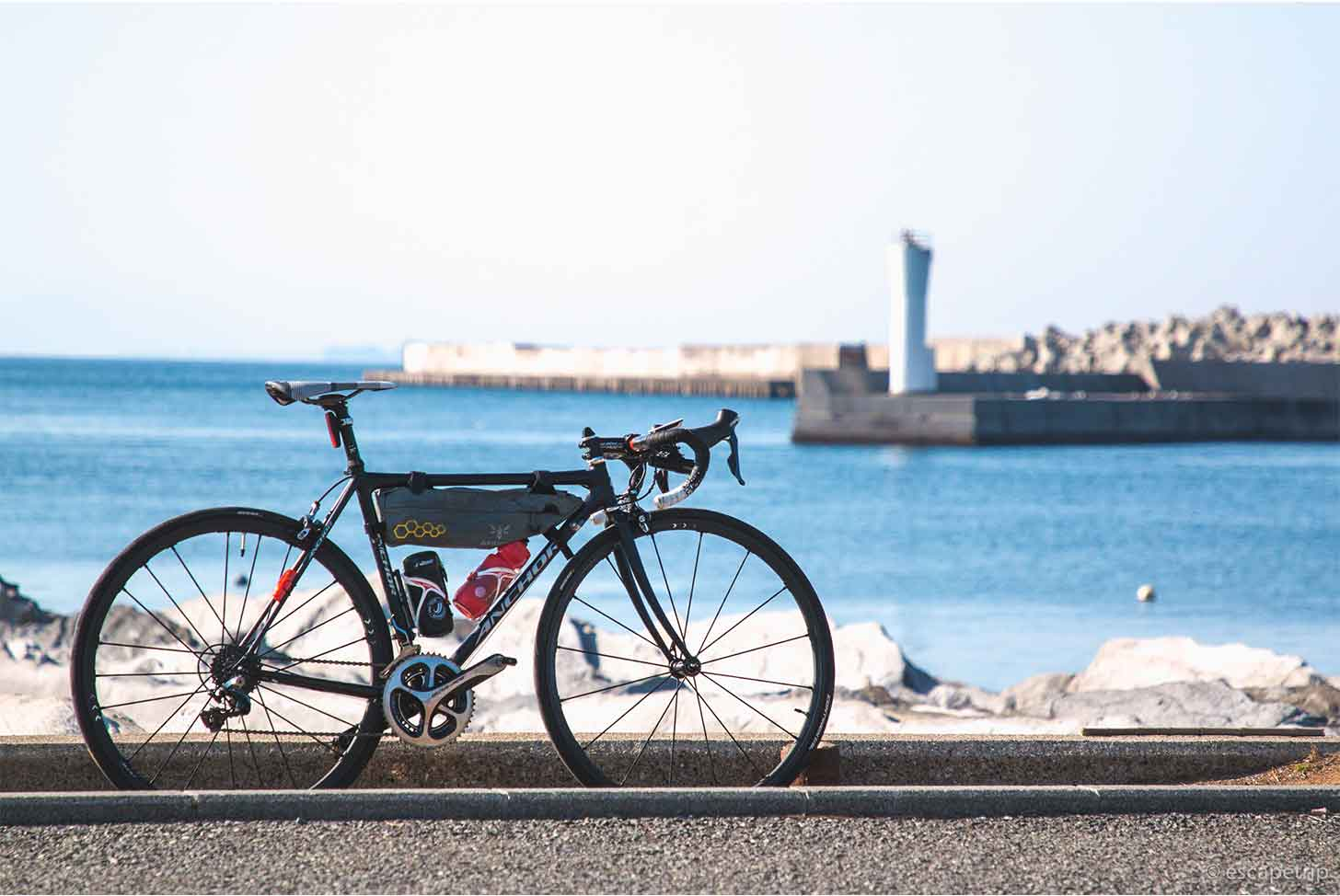 三浦半島の海とロードバイク