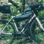 スペシャライズドの「BURRA BURRA」バイクパッキングシリーズが格好いい!男心くすぐる黒基調のバイクバッグ