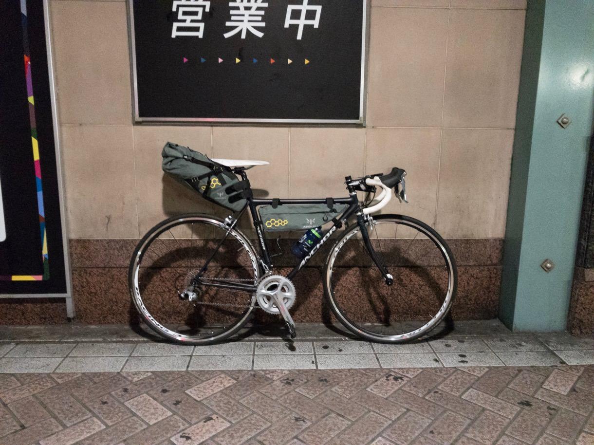 横浜駅とロードバイク