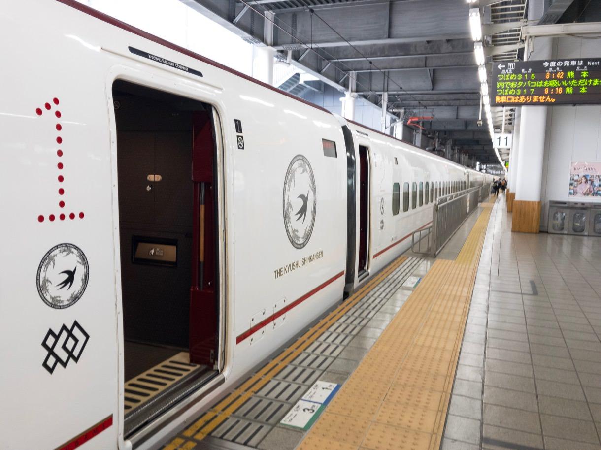 博多駅構内と九州新幹線