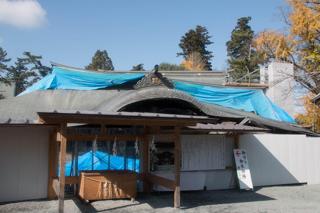 倒壊した阿蘇神社の楼門