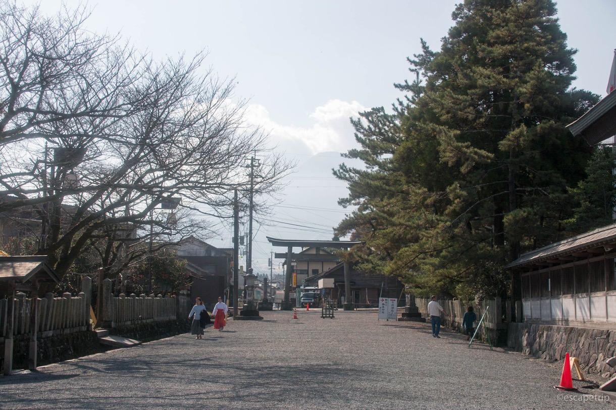 阿蘇神社の横参道