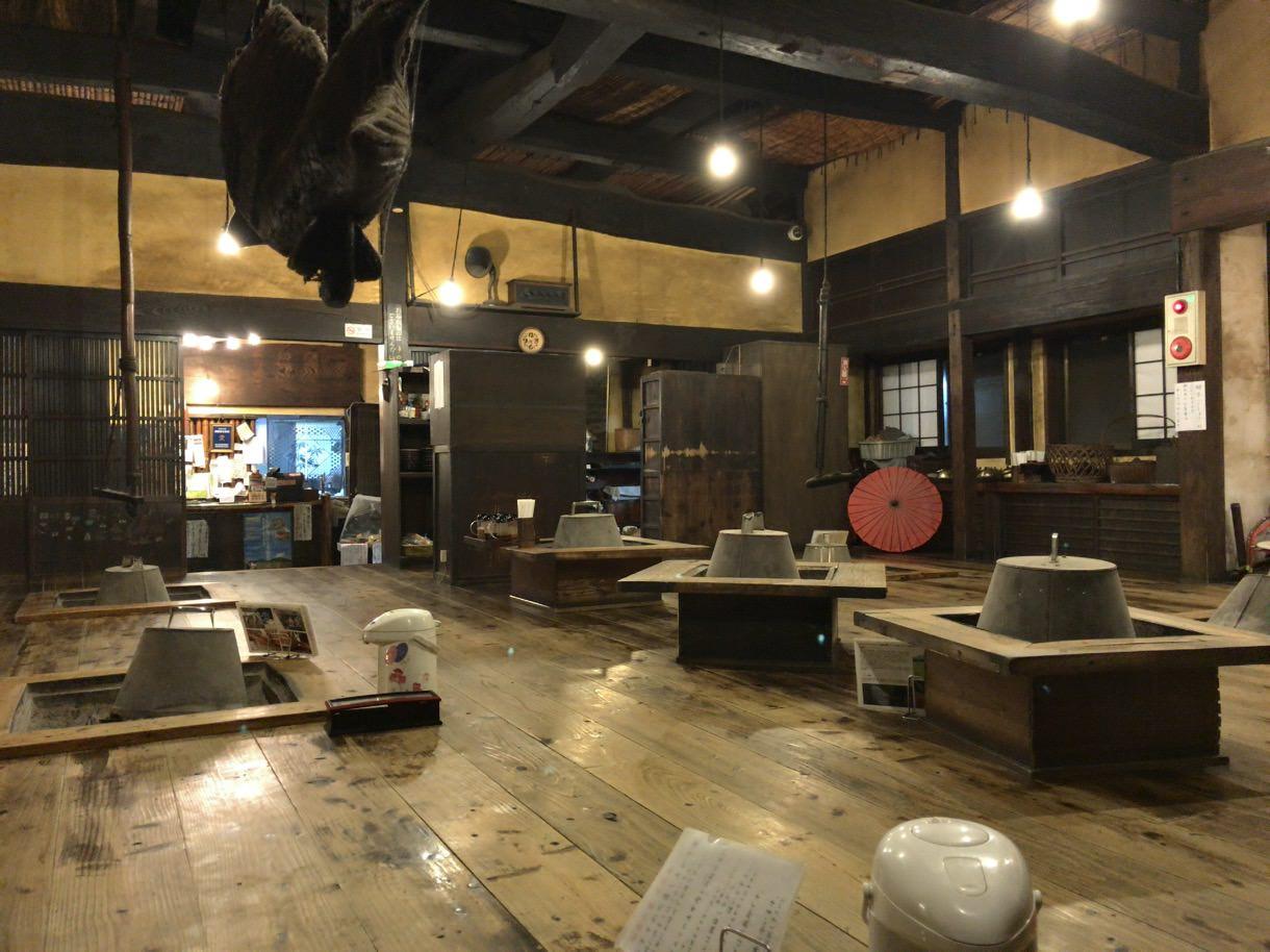 古き良き日本家屋風の囲炉裏