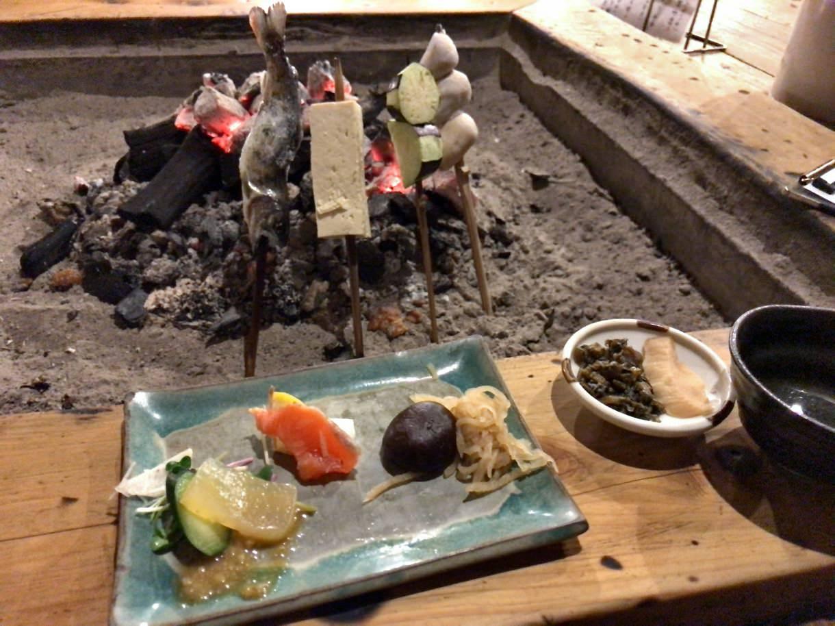 囲炉裏で焼いて食べる田楽