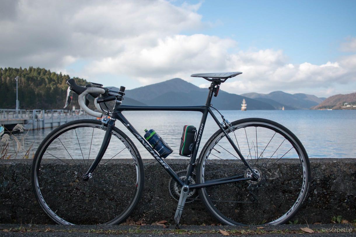 芦ノ湖とロードバイク