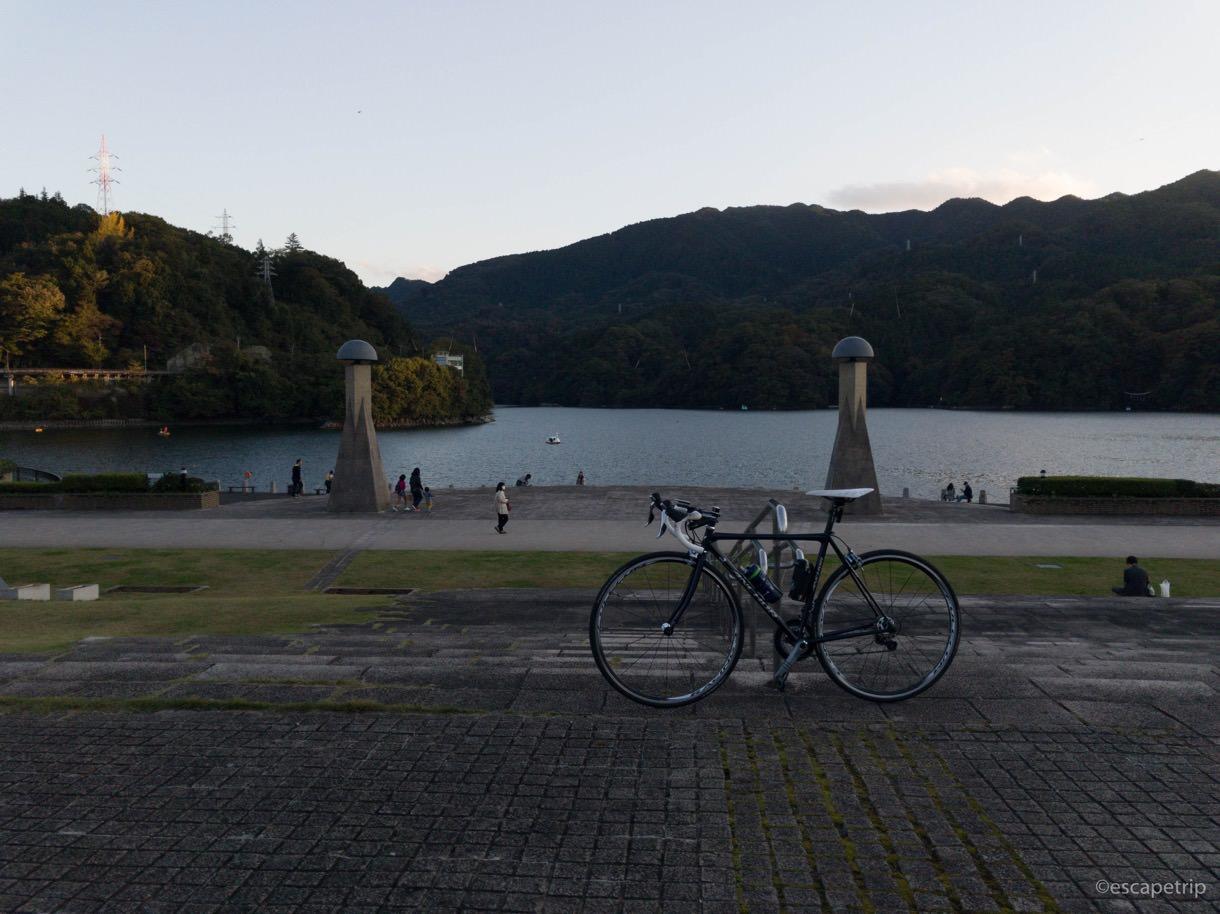 相模湖の広場