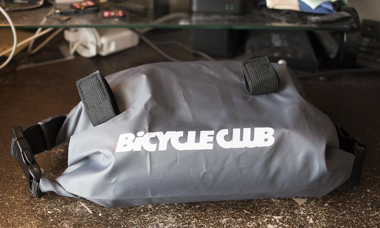 雑誌「BiCYCLE CLUB」2017年3月号の付録フロントバッグ