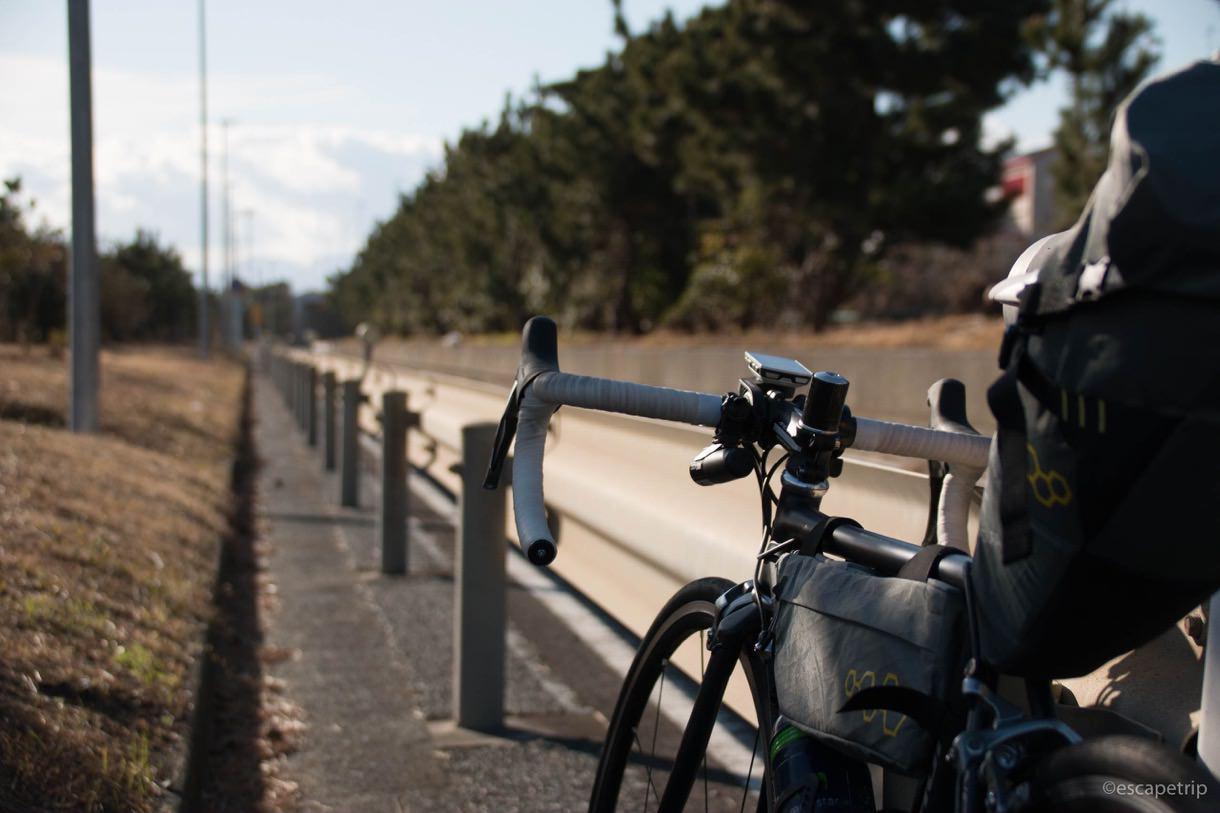 ロードバイクと道