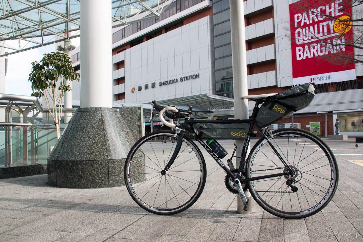 静岡駅とロードバイク