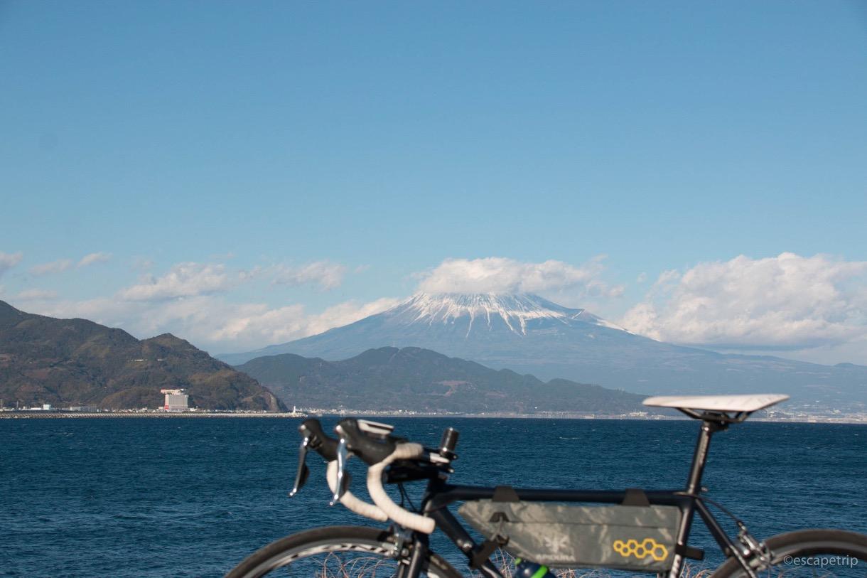 三保の松原で自転車と富士山