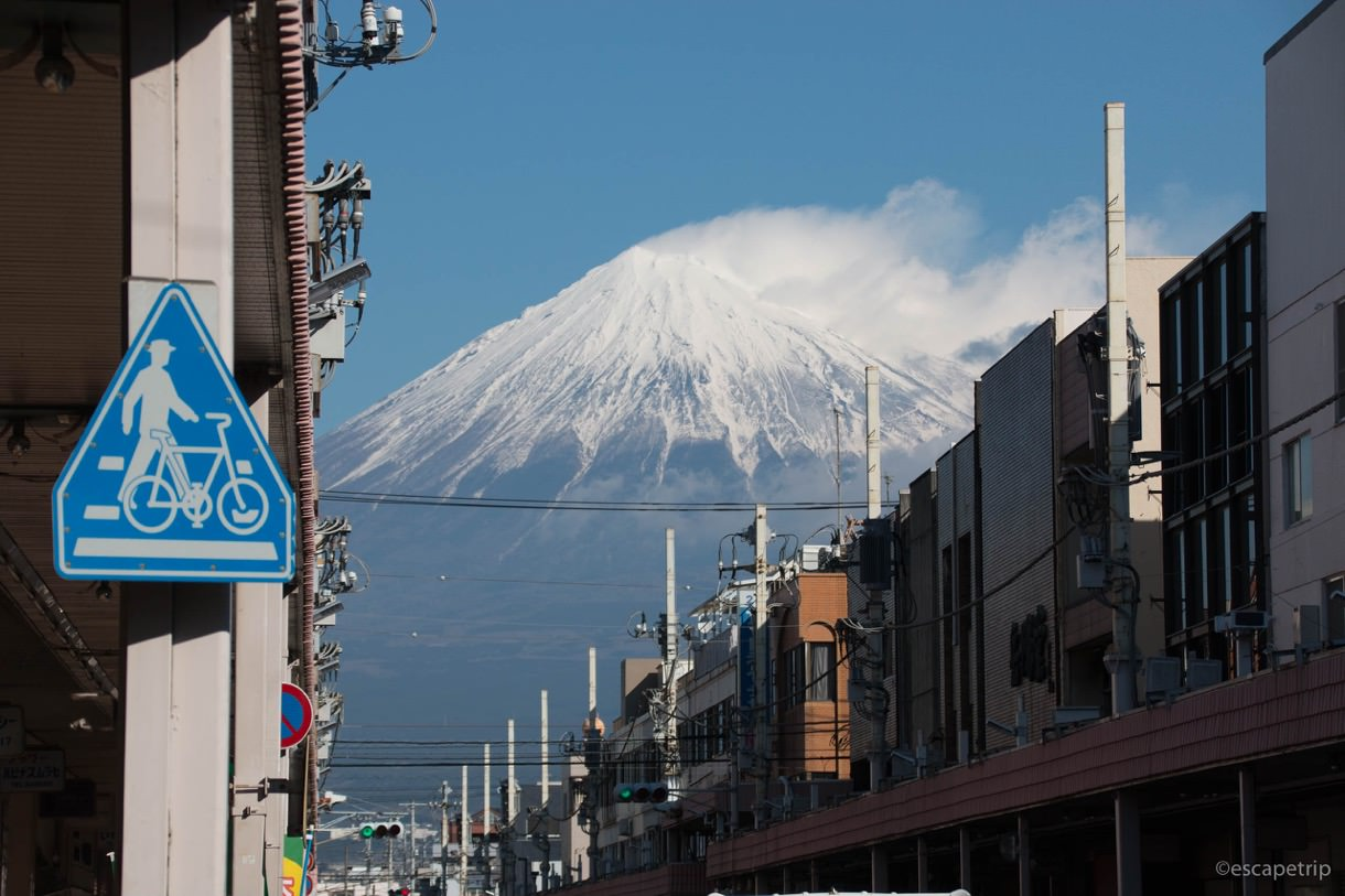 富士駅前から見える富士山