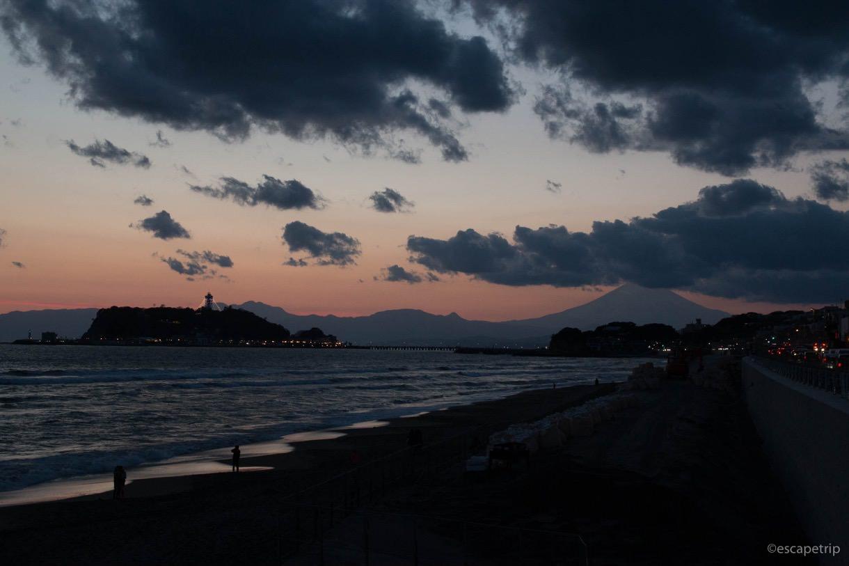 江ノ島と富士山と夕暮れの写真