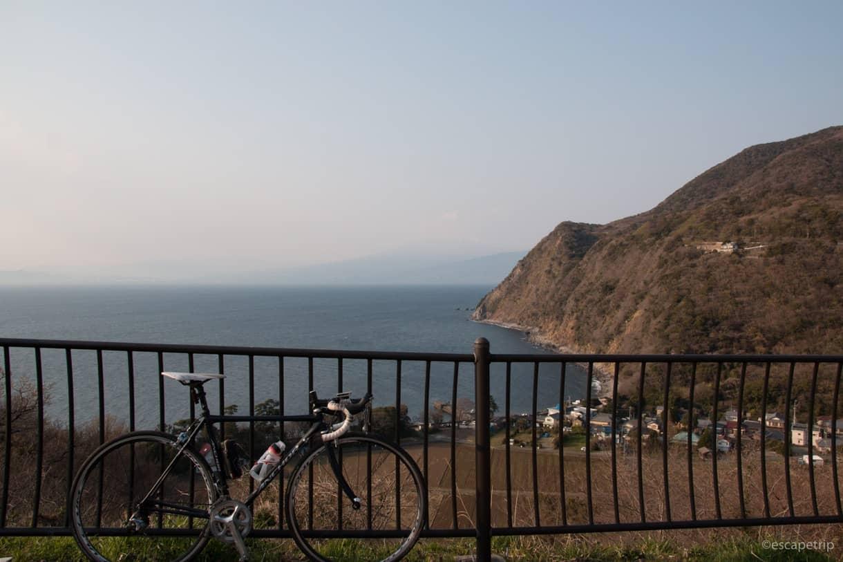駿河湾とロードバイク