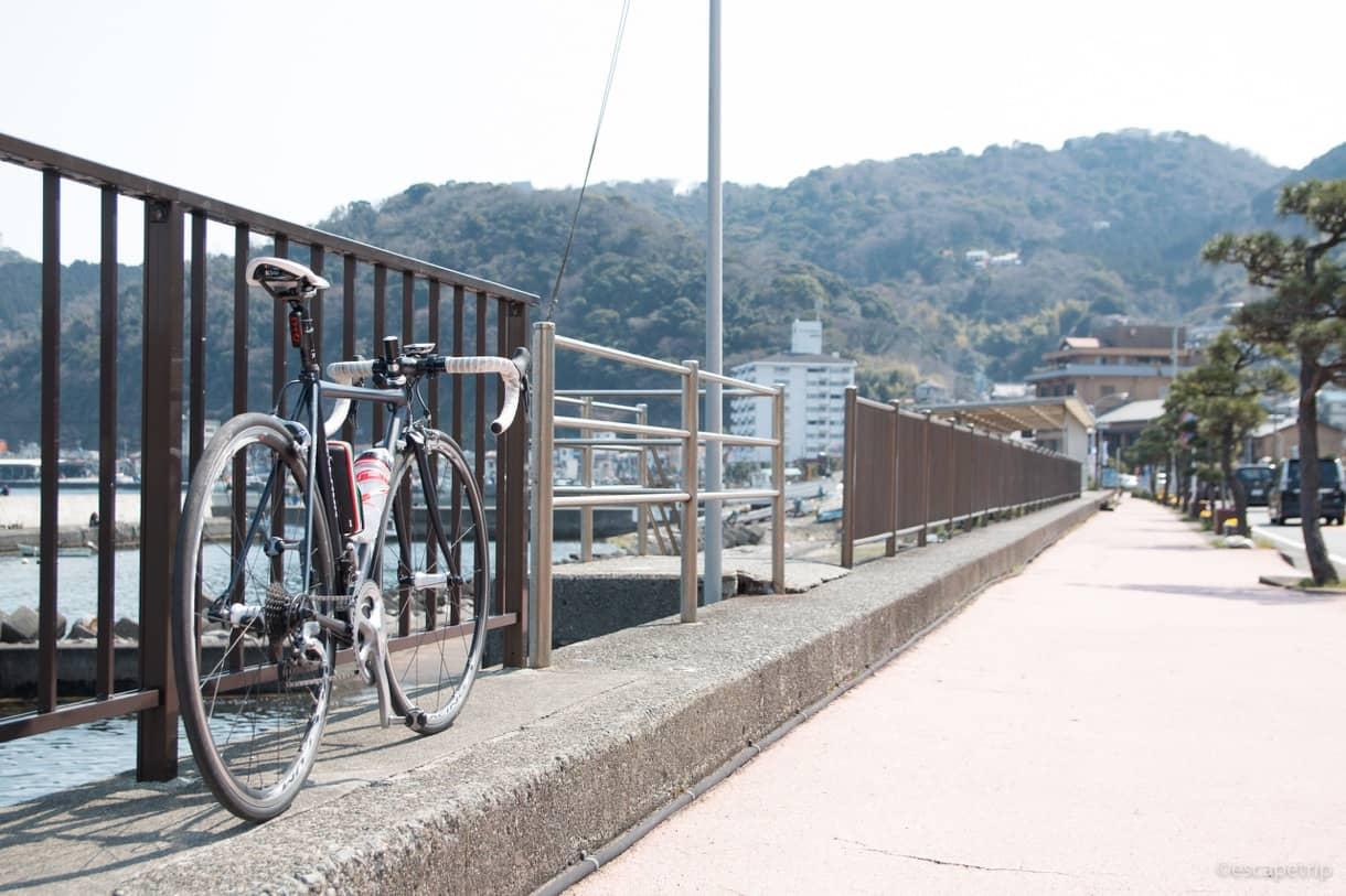 熱海の海とロードバイク