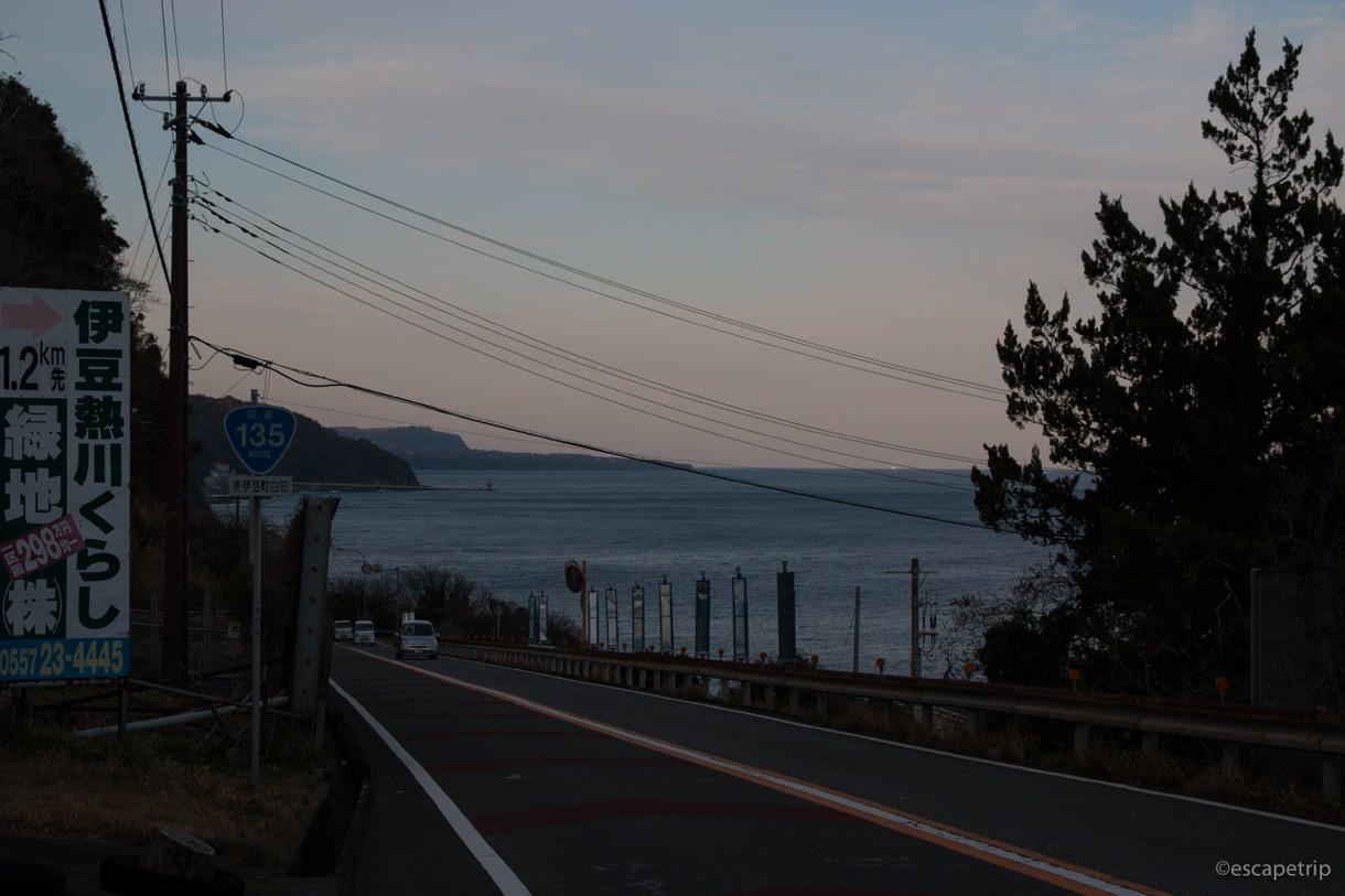 伊豆半島の海沿いと夕暮れ