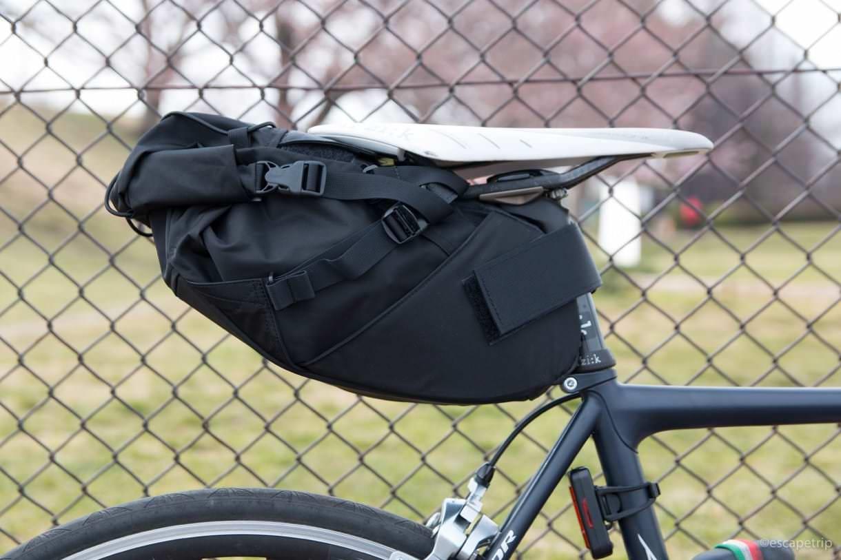 fairweatherの黒色のサドルバッグ